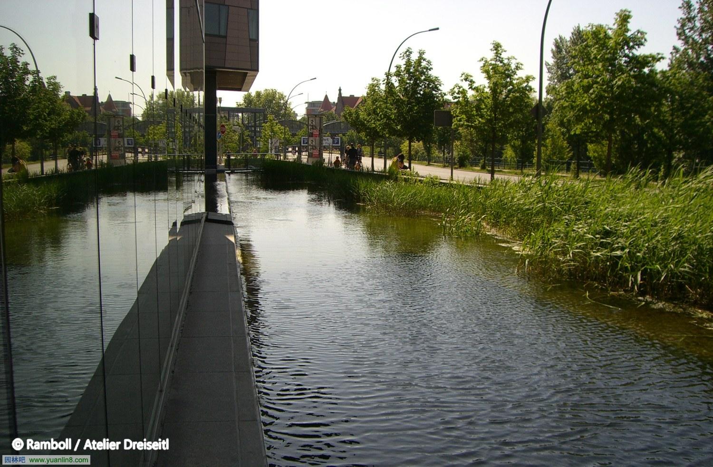 德国柏林波茨坦广场水环境设计\/经典海绵城市
