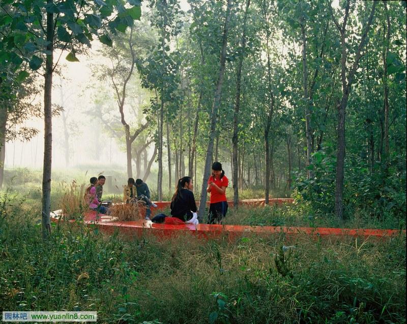 绿荫里的红飘带:秦皇岛汤河公园景观设计