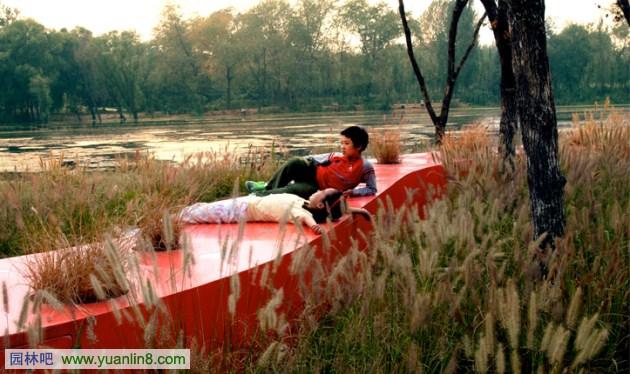 秦皇岛:红飘带汤河滨河公园
